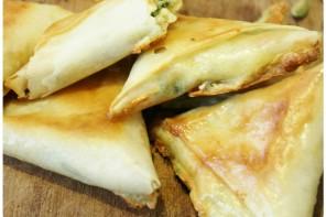 Samossas au fromage, chutney poire cardamome {Bresse Bleu Tour}